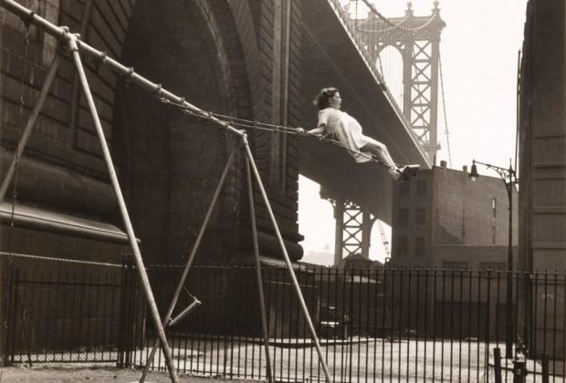 vintage-playground-walter-rosenblum-girl-on-a-swing-pitt-st-new-york-1938